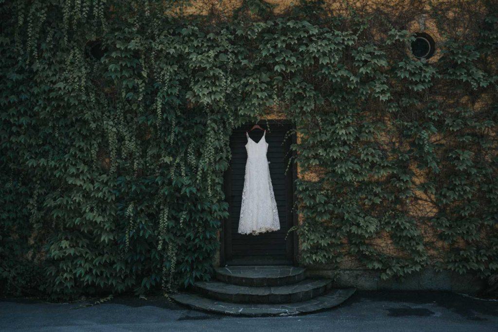 poroka-na-gradu-tustanj-porocna-obleka